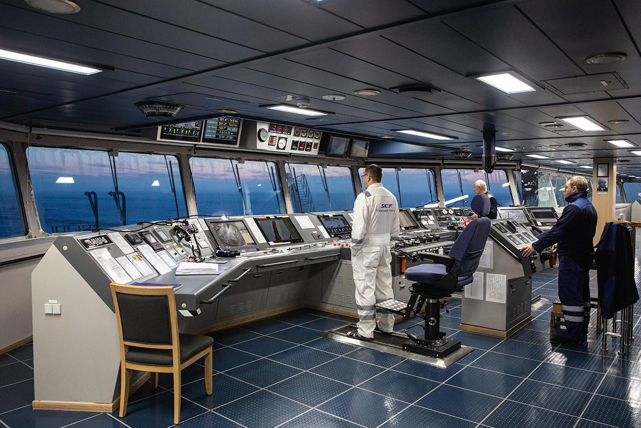 """Кабина за управљање, осматрање и везу на арктичком гасном танкеру """"Кристоф де Маржери"""" у Карском мору."""