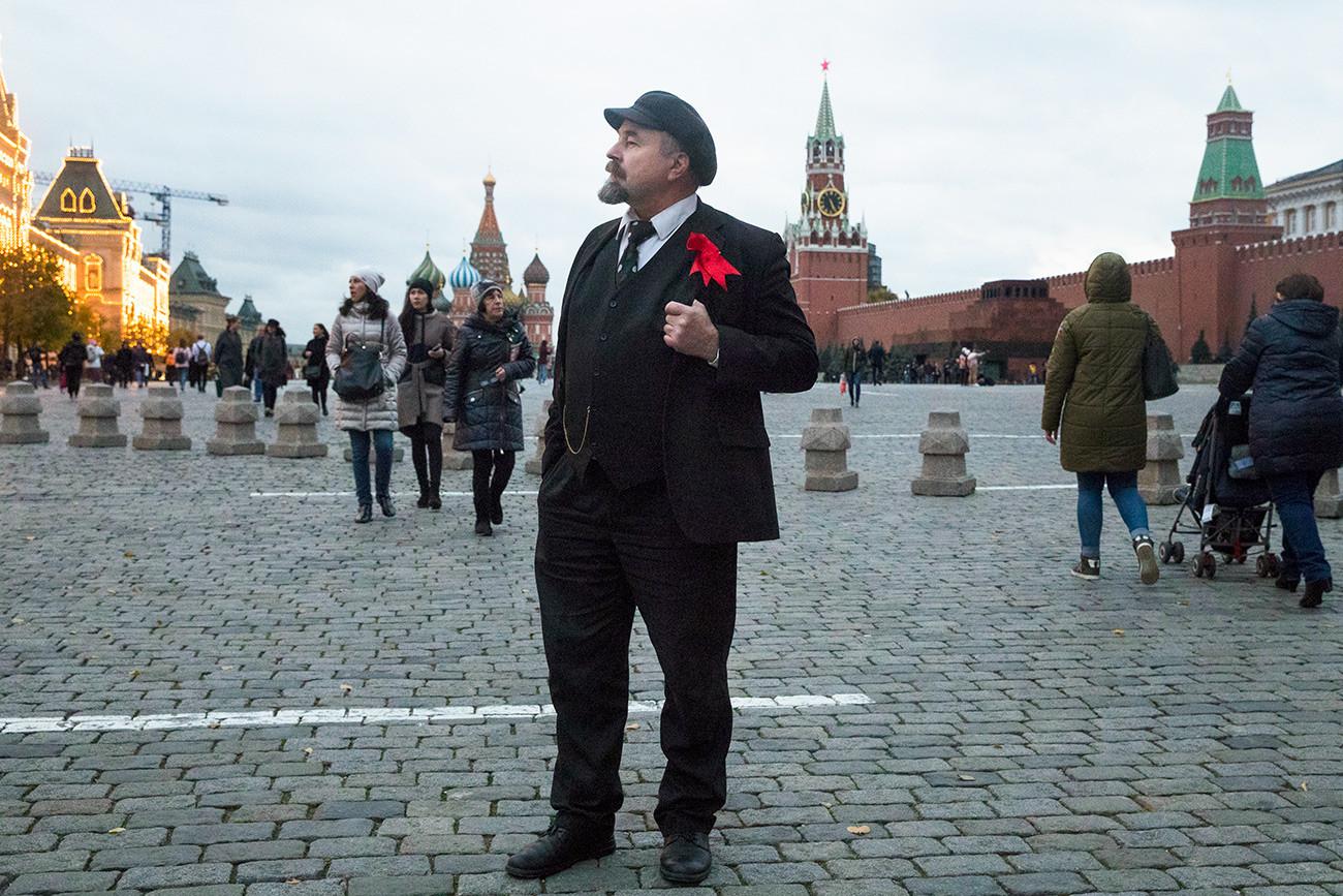 Actor Serguéi Soloviov como Lenin en la Plaza Roja.