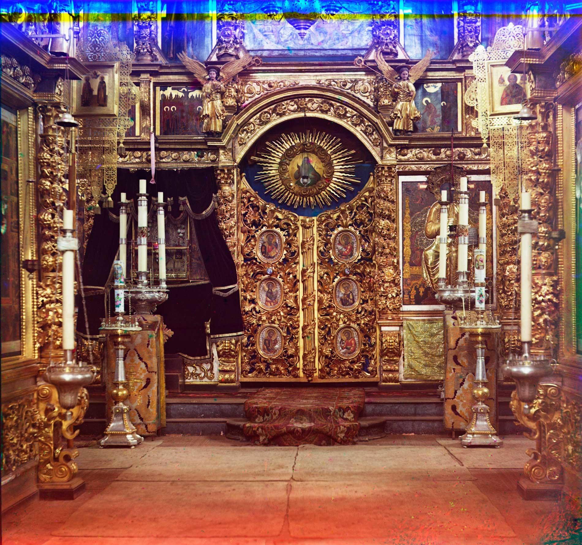 Chiesa dell'Icona della Vergine di San Teodoro. Iconostasi con la Porta reale (ingresso all'altare). Estate 1911