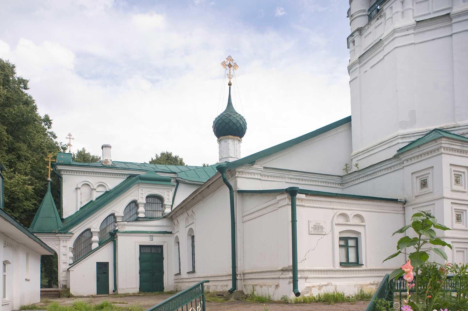 Chiesa di San Nicola. Facciata nord con scalinata verso la cappella di San Nicola. 14 agosto 2017