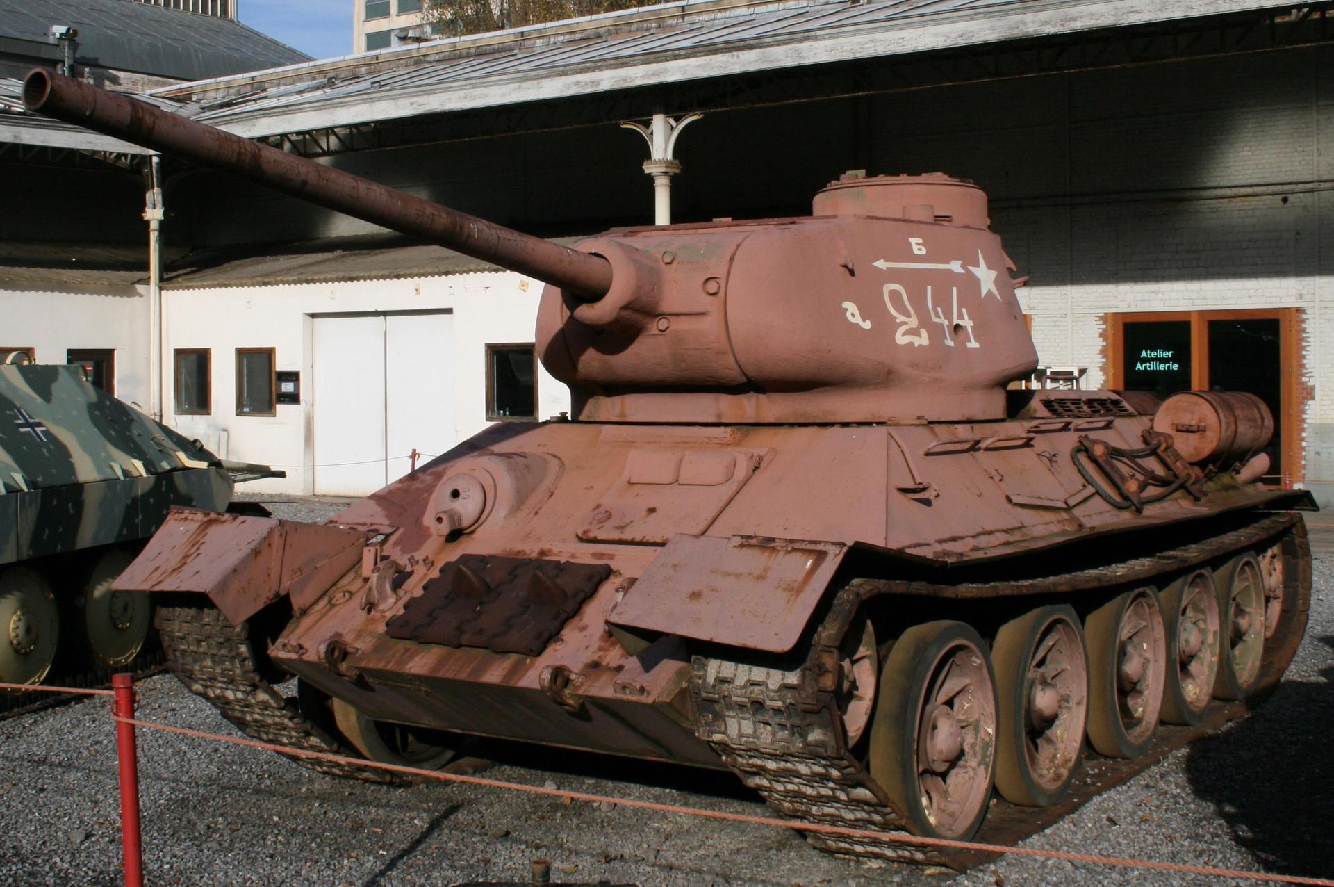 T-34 u Kraljevskom muzeju oružanih snaga i Vojnoj povijesti Bruxellesa.
