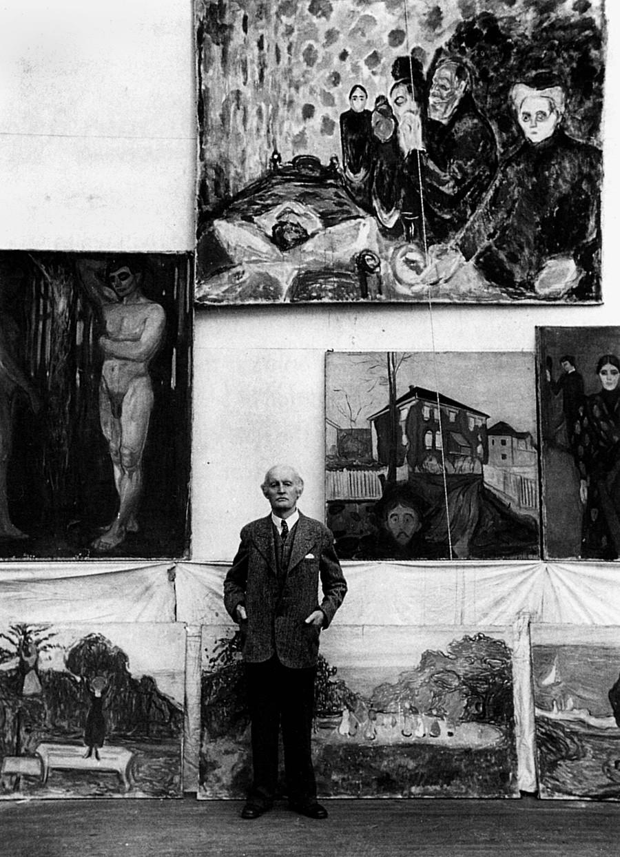 Эдвард Мунк в своей мастерской в Норвегии, 1938