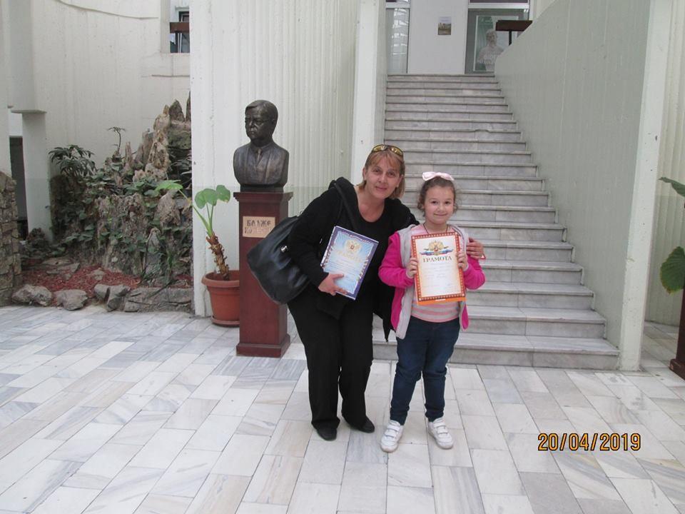 """""""Ова е Марија од Прилеп, ученичка од 1 одд. - чистокрвно македонче, која кажува брзозборки подобро од нас професорите"""" вели наставникот по руски јазик од Куманово Билјана Коцевска"""