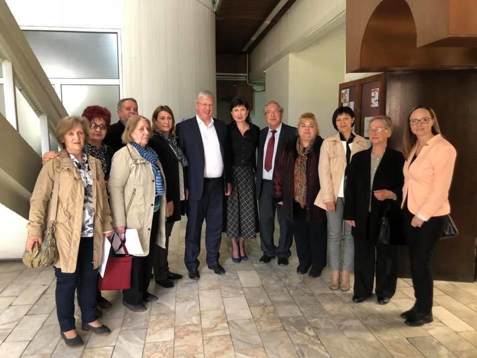 Наставници по руски јазик од различни градови во Македонија со амбасадорот на РФ во РСМ С.А. Баздникин.