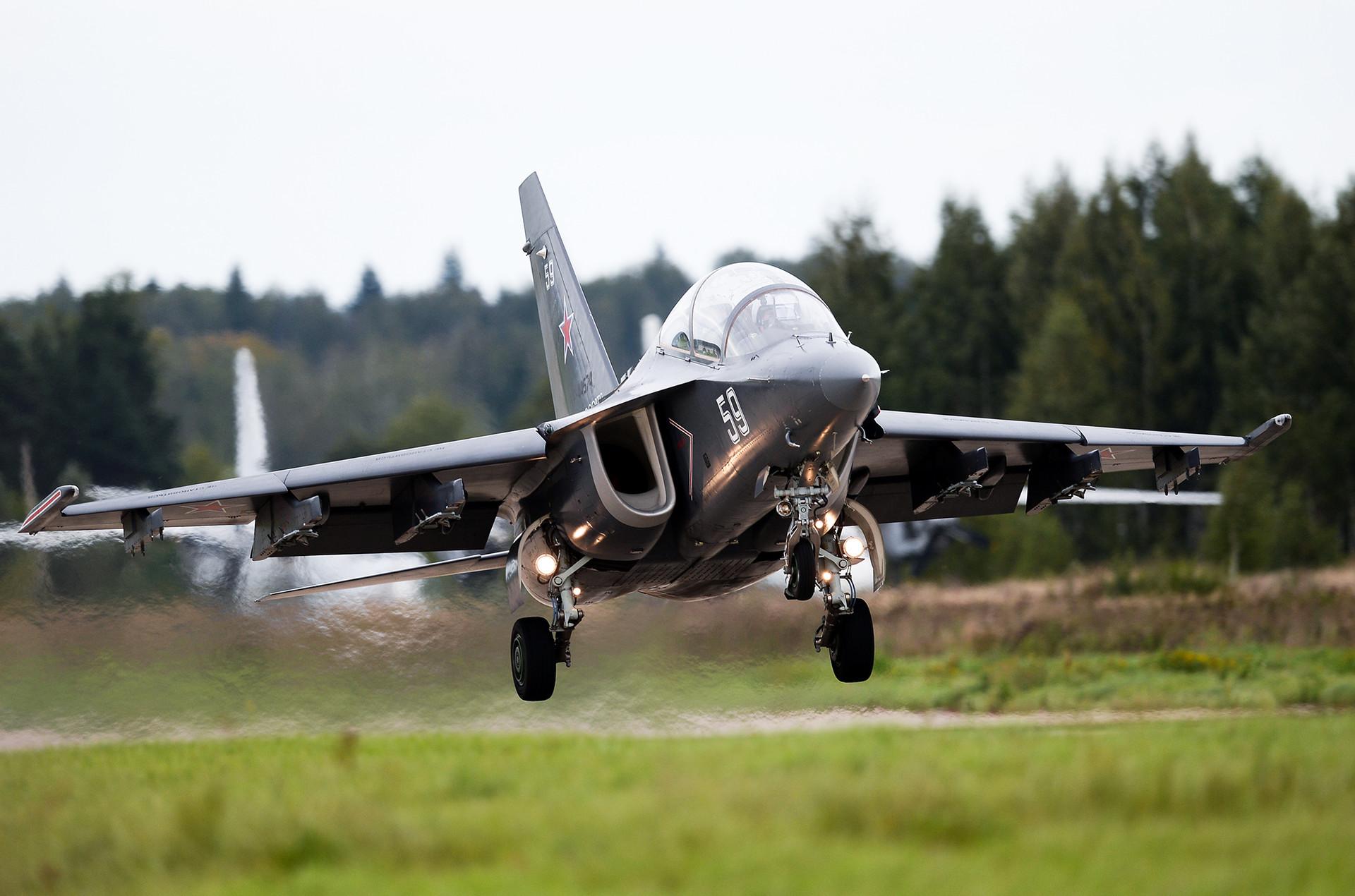 Yak-130.