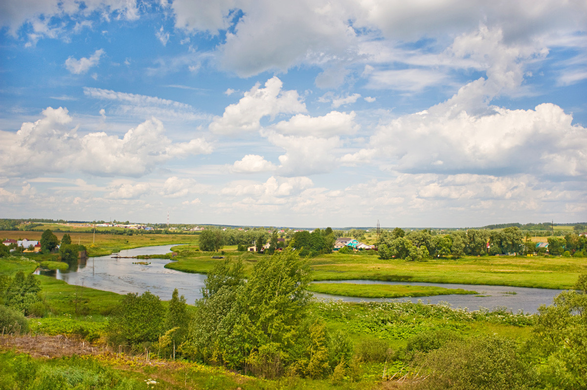 View northwest from Luzhetsky Monastery toward meadows over Moscow River. July 5, 2015.
