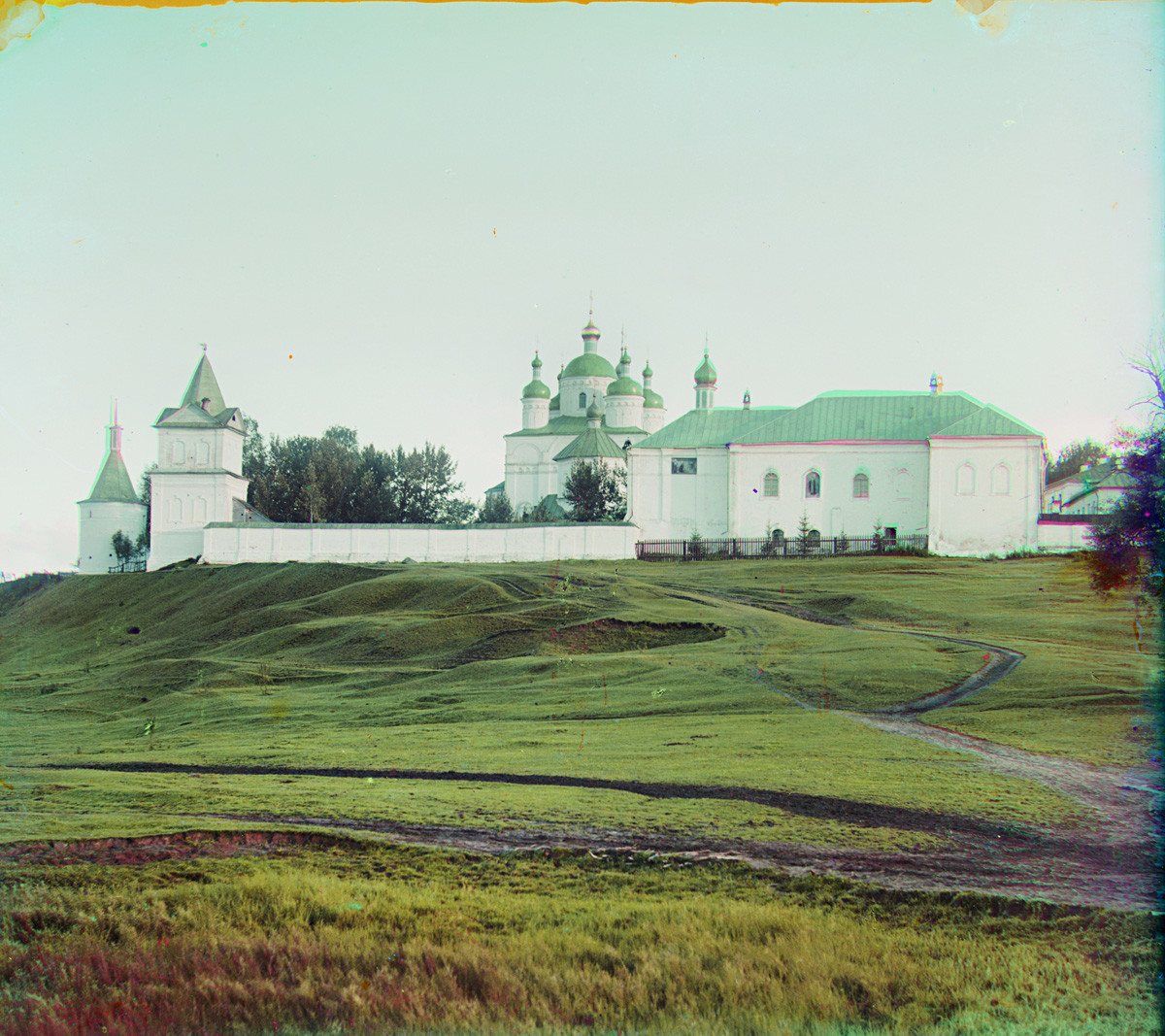 Luzhetsky Monastery. North view from bank of Moscow River. From left: North wall & gate, Nativity Cathedral, Church of the Presentation with refectory. Summer 1911.