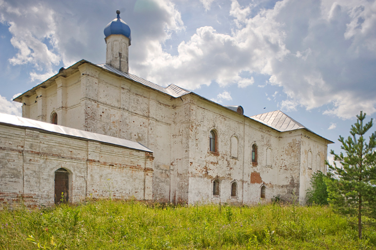 Luzhetsky Monastery. Church of the Presentation with refectory, northeast view. July 5, 2015.
