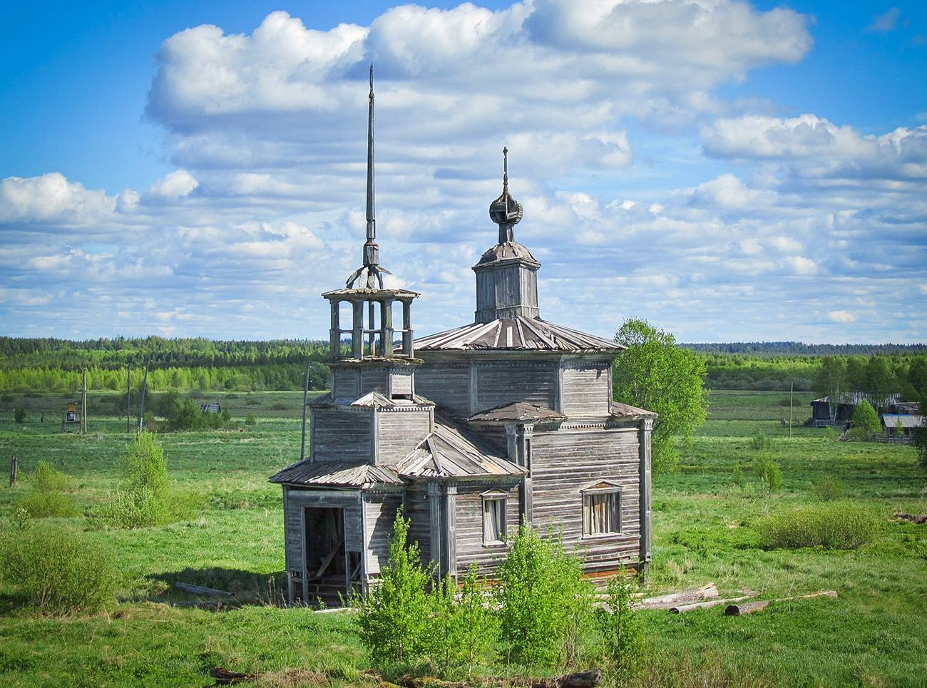 La chapelle de Smolensk à Verkhovié (1 500km au nord de Moscou) dans la région d'Arkhangelsk.