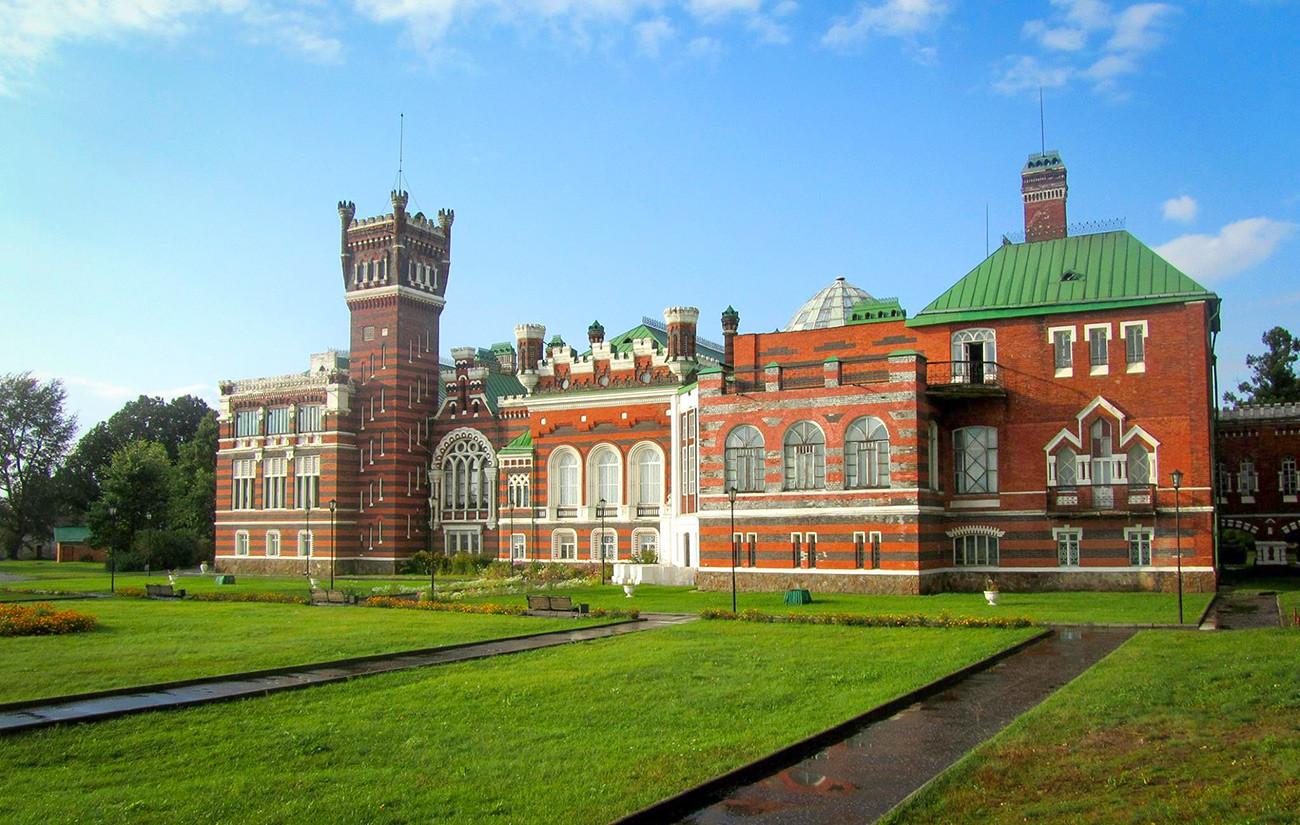 Château de la famille Cheremetiev dans le village de Iourino (700 km à l'est de Moscou), en république des Maris. Fin du XIXe - début du XXe siècle.