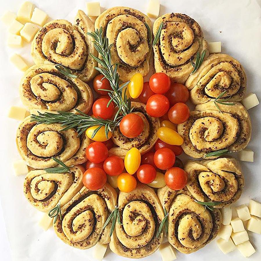 Pesto garlic bread.