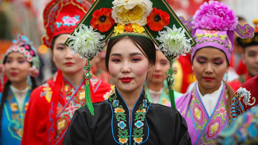 Ada beberapa tempat di Moskow yang kental dengan budaya Asia, tapi tidak ada daerah permukiman etnis Asia tertentu.