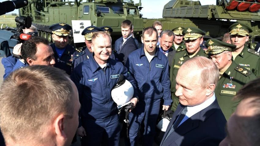 "Vladimir Putin u posjetu Centru za testiranje letova ""Čkalov"", Ahtubinsk, Astrahanjska oblast"