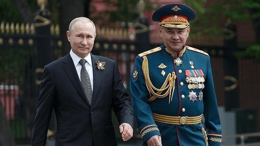 Presidente Vladimir Putin e o Ministro da Defesa Sergei Shoigu