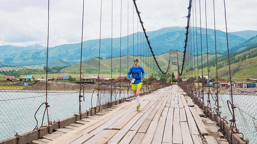Altai Ultra-Trail menawarkan pemandangan menakjubkan, dan itu bukan satu-satunya jejak yang akan mengejutkan Anda.