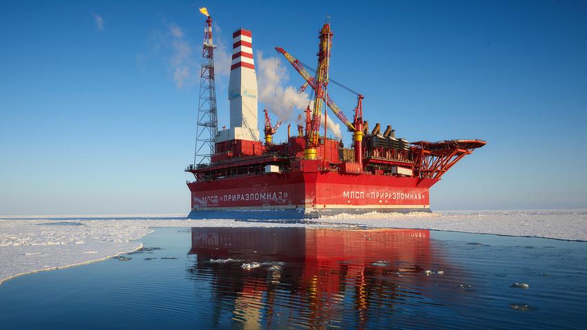 """Platforma za eksploataciju nafte """"Prirazlomnaja""""."""