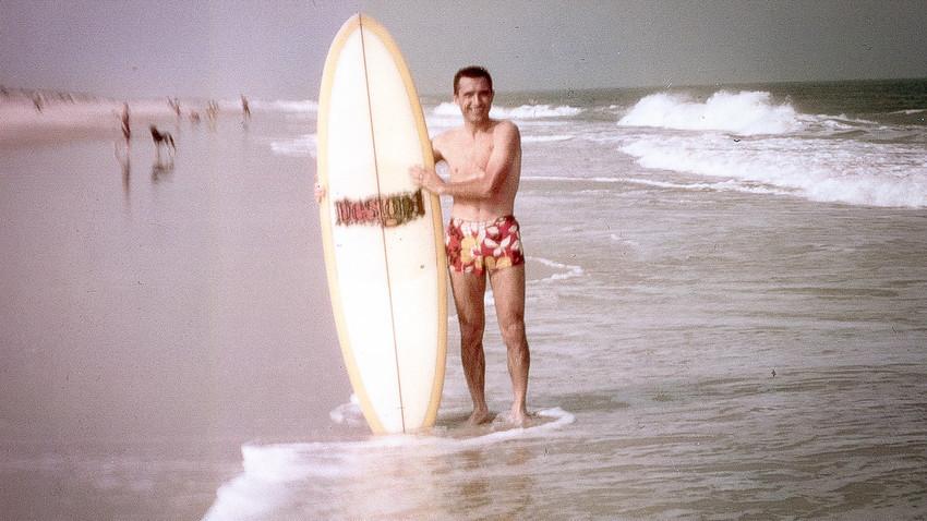 Nikolai Popov di tempat selancar favoritnya, Indian River Inlet, Maryland (1972-1974).