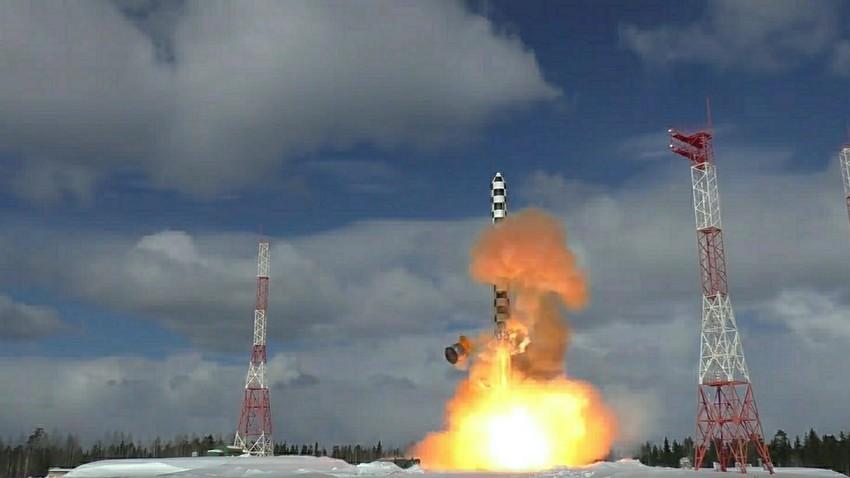 """Лансирање на ракета """"Сармат"""" од космодромот Плесецк."""