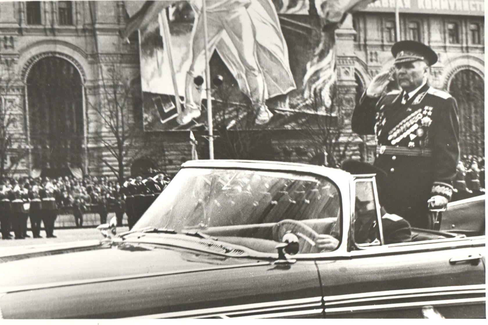 Маршал Родион Малиновски, двукратен Герой на СССР, по време на майския парад от 1949 г., Хабаровск