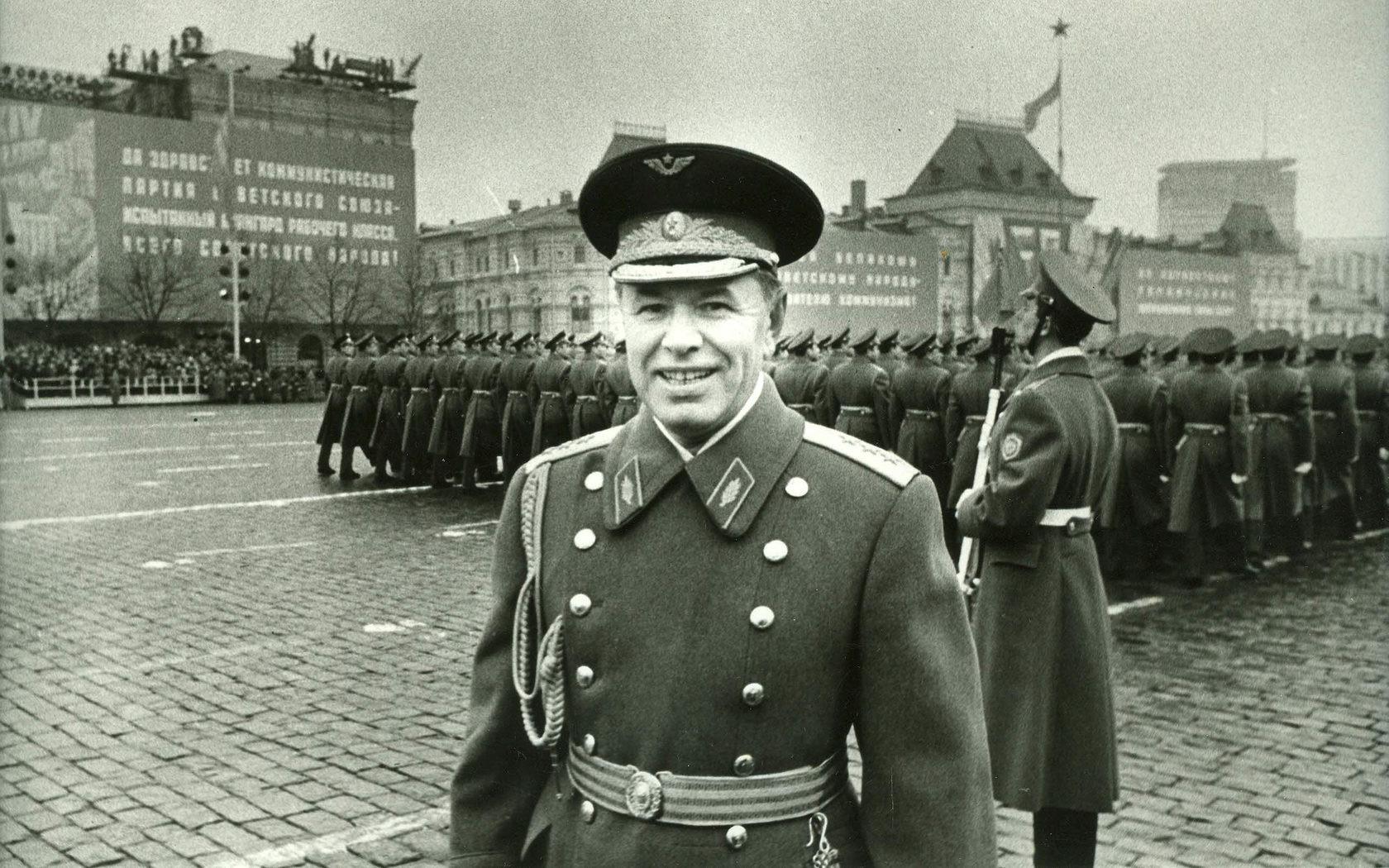 Маршал от авиацията на СССР Николай Скоморохов на парада на Червения площад, 7 ноември 1974 г.