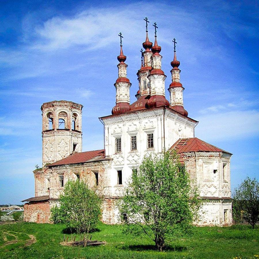 """Црквата """"Воскресение"""" во Варници, во барокен стил, Вологодска област, 18. век."""