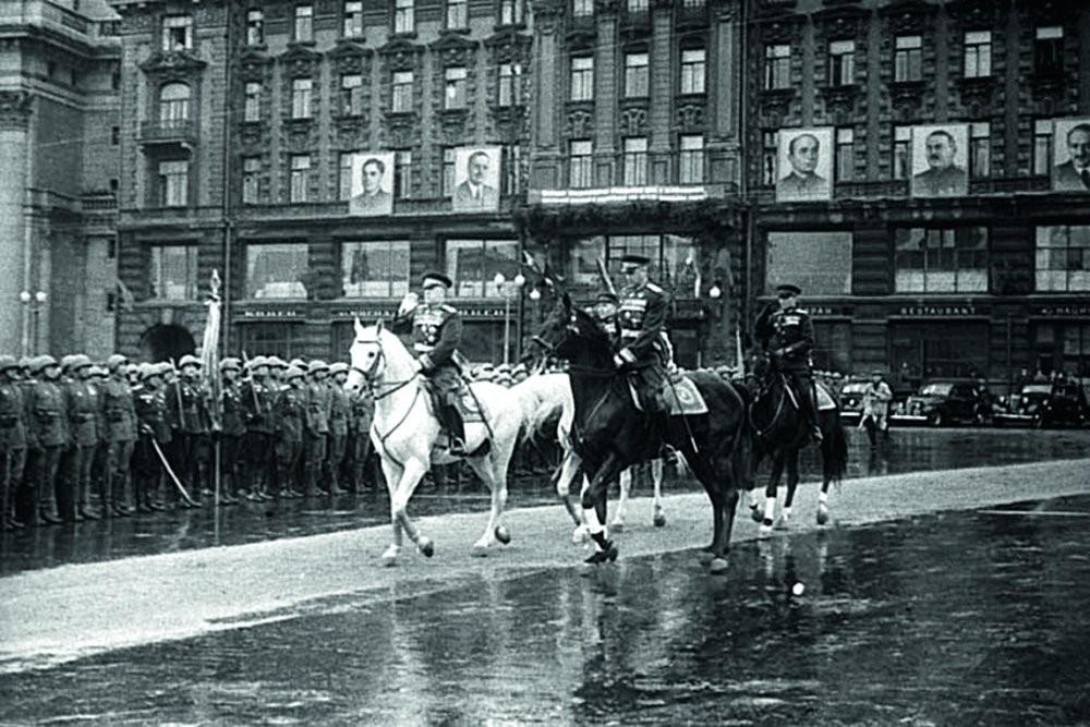 Константин Константинович Рокосовски, маршал на Советскиот Сојуз, двапати Херој на Советскиот Сојуз