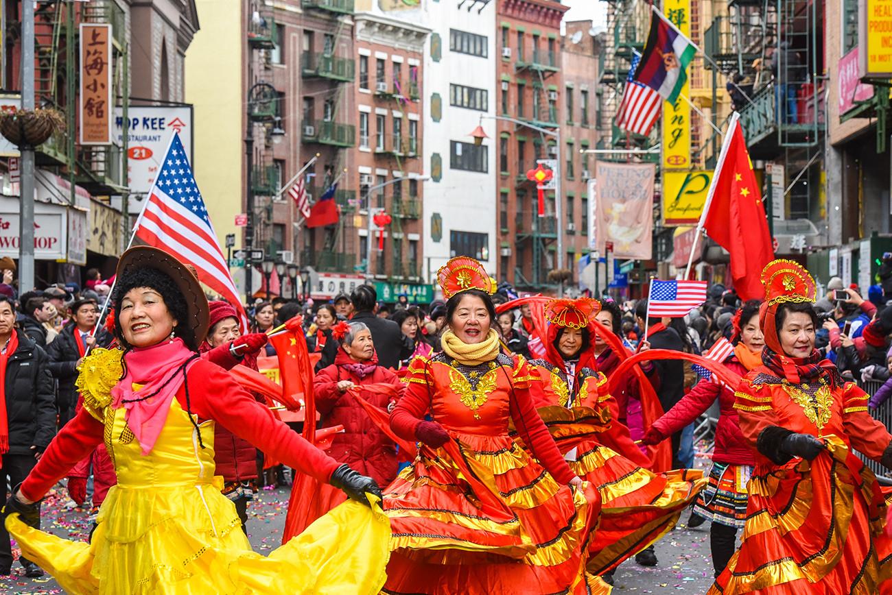 ニューヨークのチャイナタウンで毎年行われる春節のパレード。