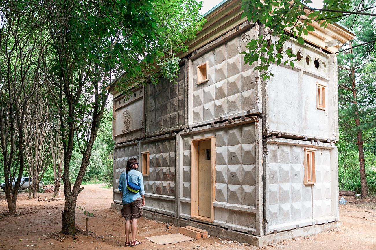 Объект архитекторов Александра Бродского и Антона Тимофеева «Вилла ПО-2» на фестивале ландшафтных арт-объектов «Архстояние - 2018» в деревне Никола-Ленивец.