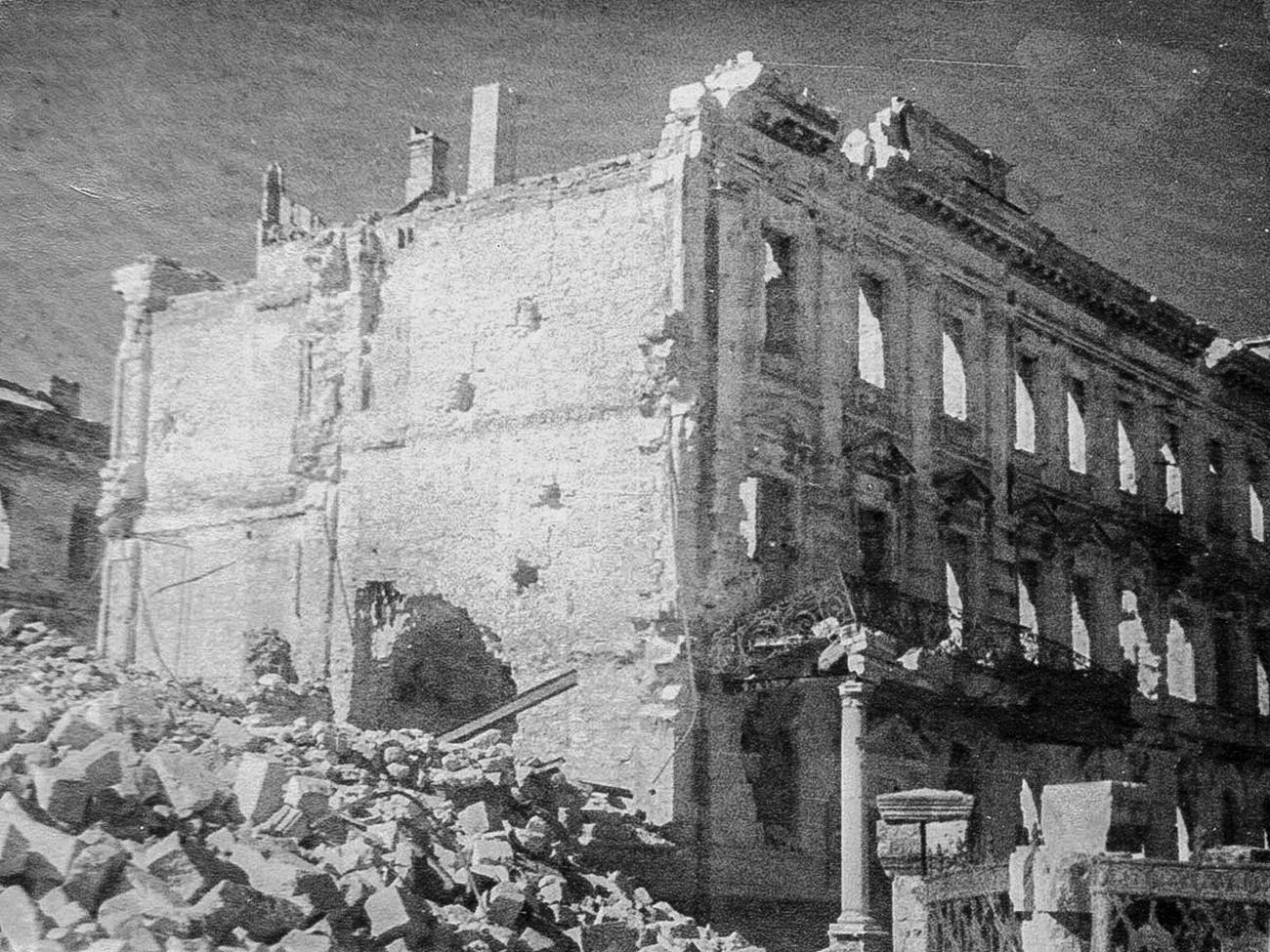 Bâtiment de l'état-major de la flotte de la mer Noire, détruit par les Allemands