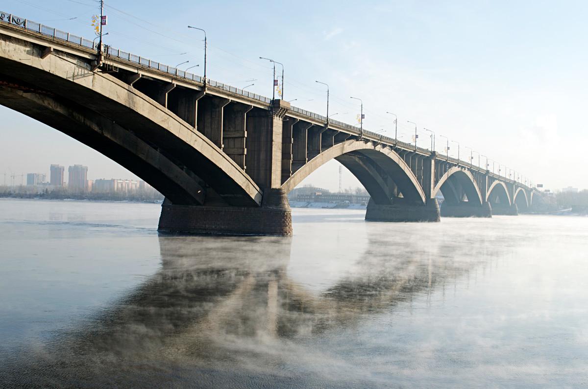 コムナールヌィ橋