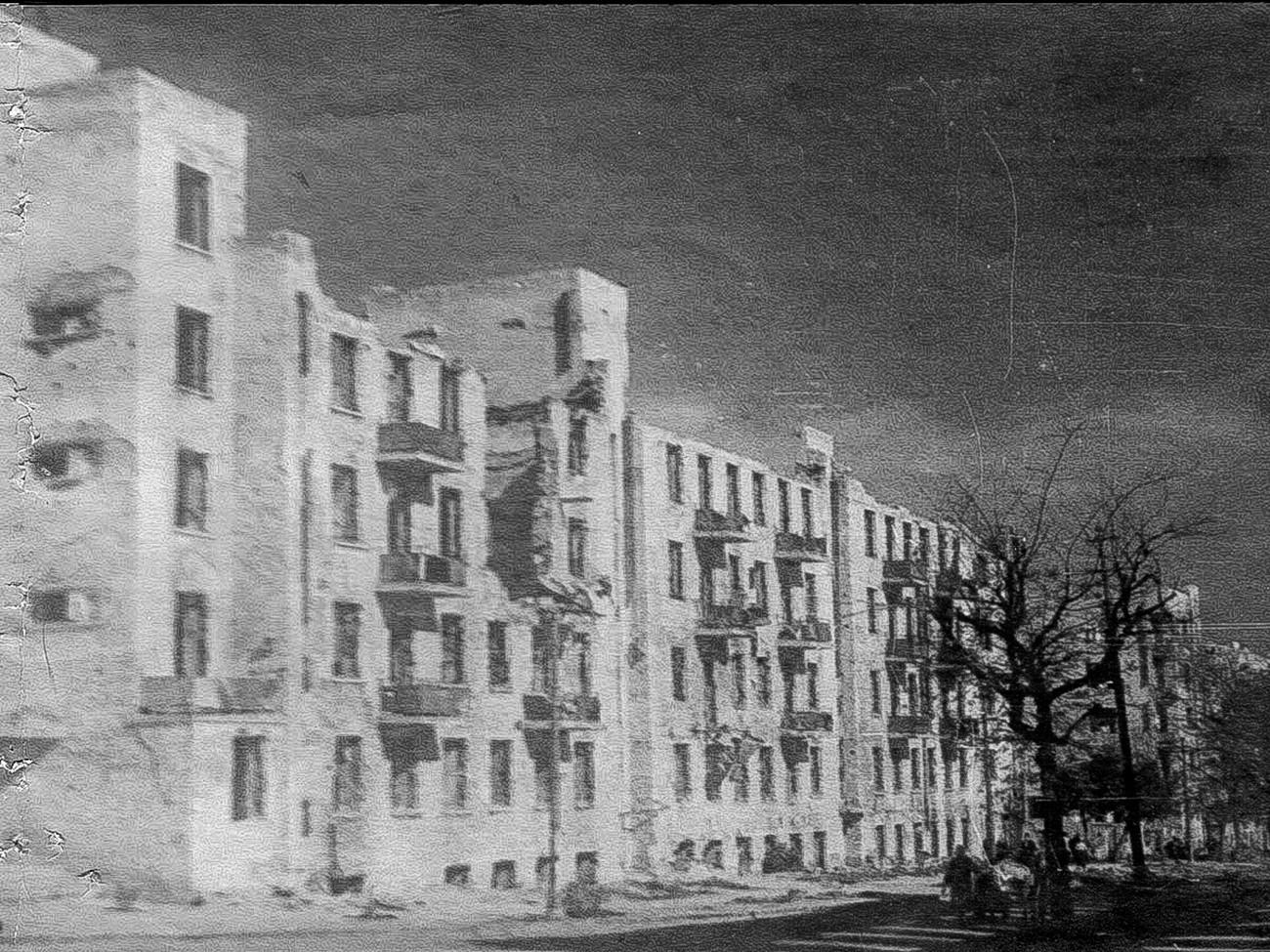 Pabrik di ulitsa Karla Marksa.