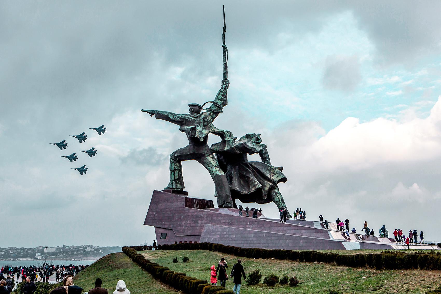 Monumento aos Soldados e Marinheiros, Sevastopol