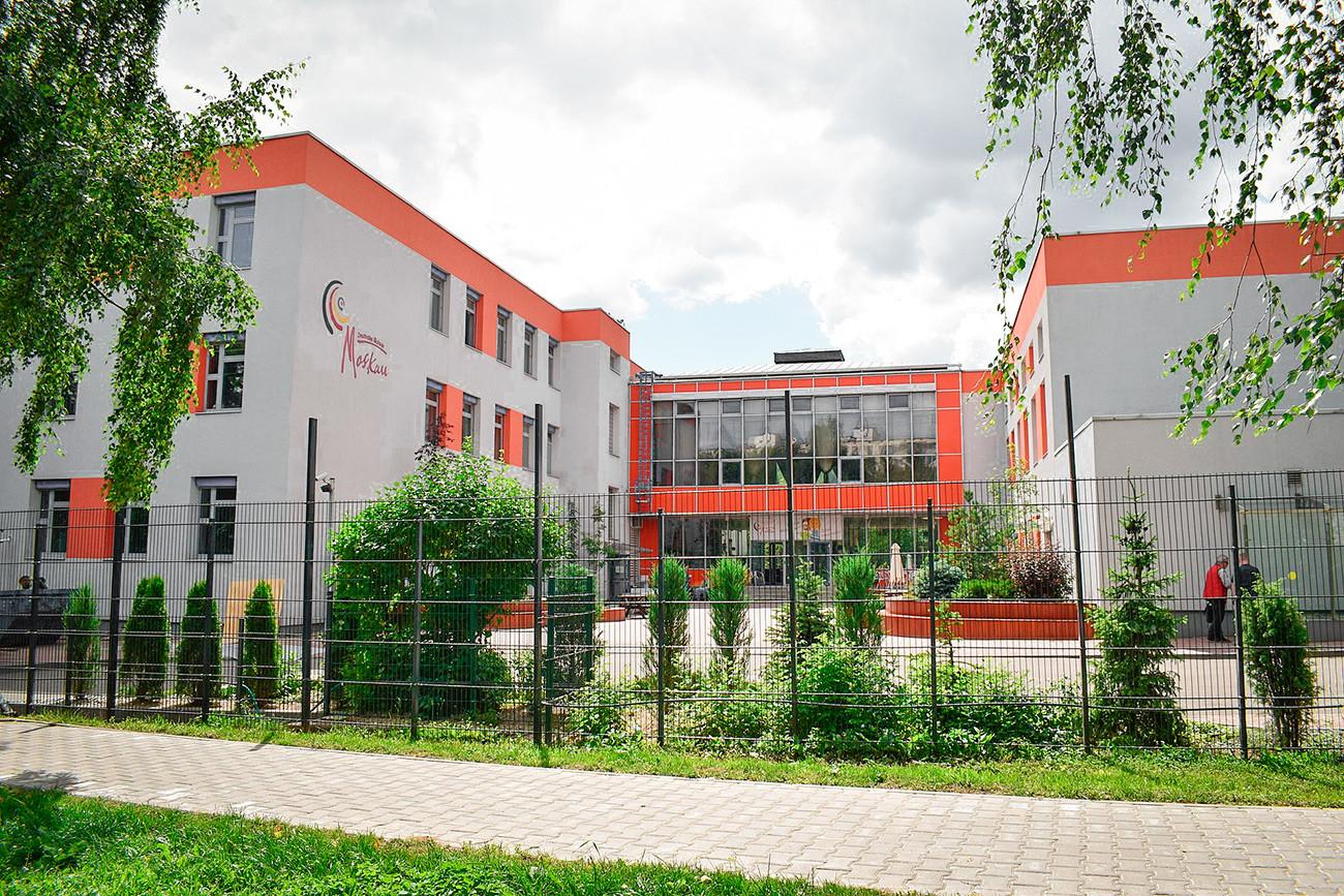 Escuela alemana en el distrito Tropariovo-Nikúlino de Moscú.