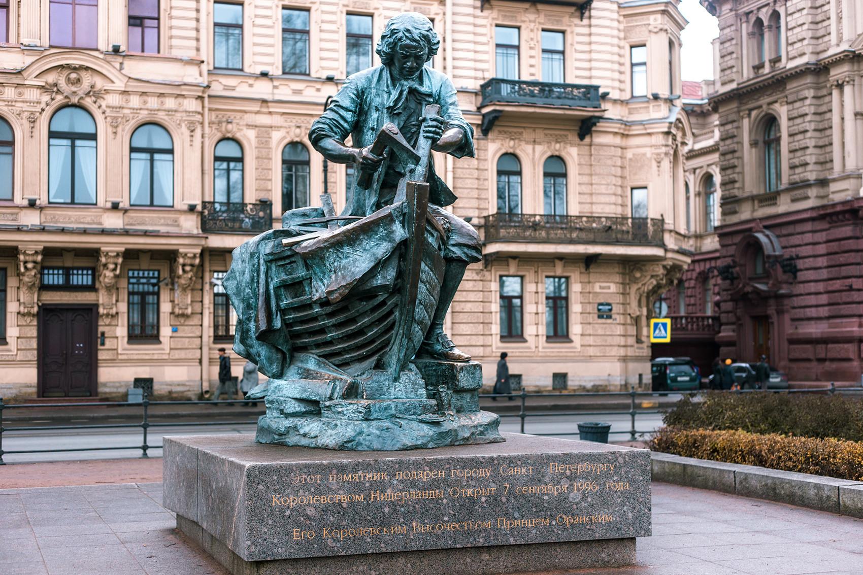 Monumento a Pedro, o Grande, construtor naval. Localizado em São Petersburgo.