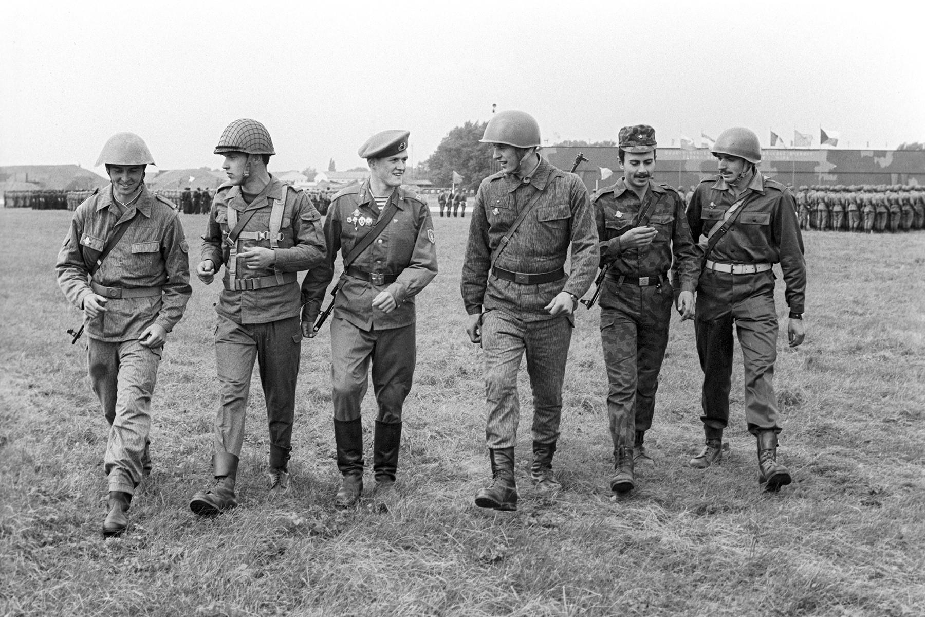 Des forces de pays du Pacte de Varsovie aux exercices militaires Bouclier-84.