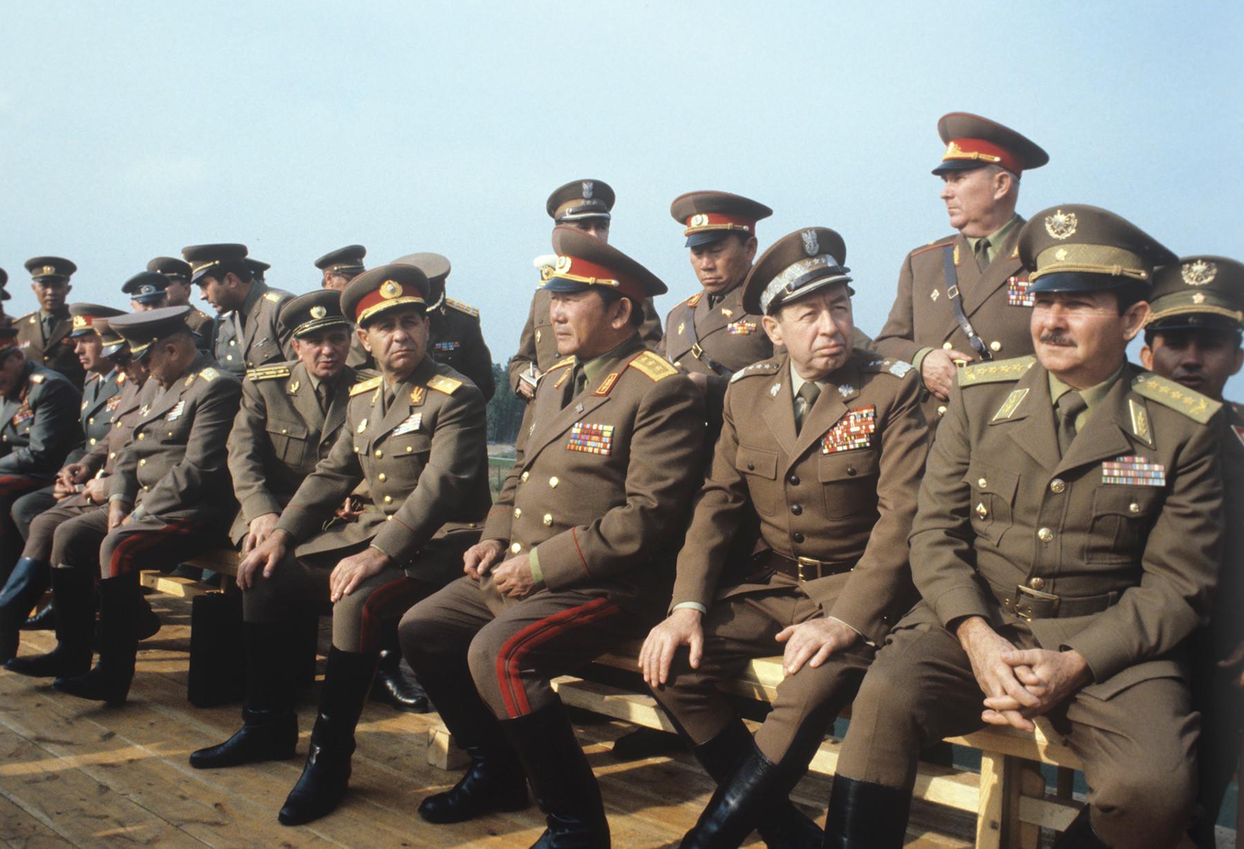 Representantes militares de los países del Pacto de Varsovia en los ejercicios militares Oeste-81.