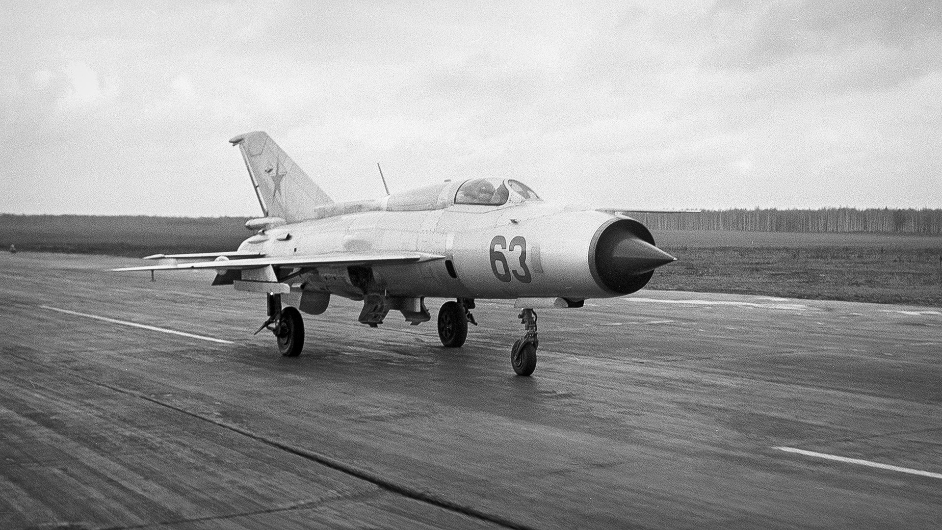 Pada awal 1960-an, pesawat itu mencetak rekor dengan mencapai kecepatan 2.386 km/jam.