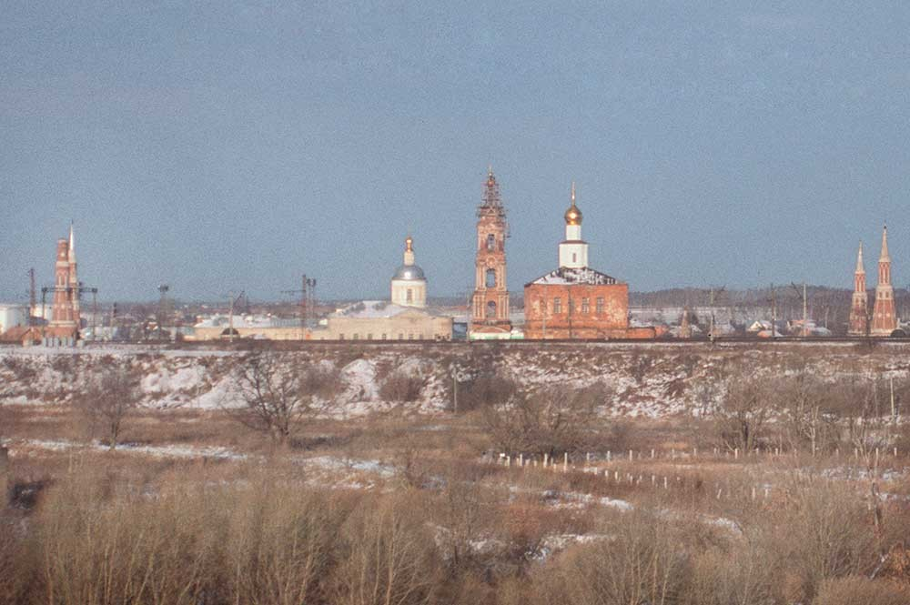 Old Golutvin Monastery. South view. From left: west corner towers, St. Sergius Church, bell tower, Epiphany Cathedral, east corner towers. Foreground: railroad embankment. December 26, 2003.