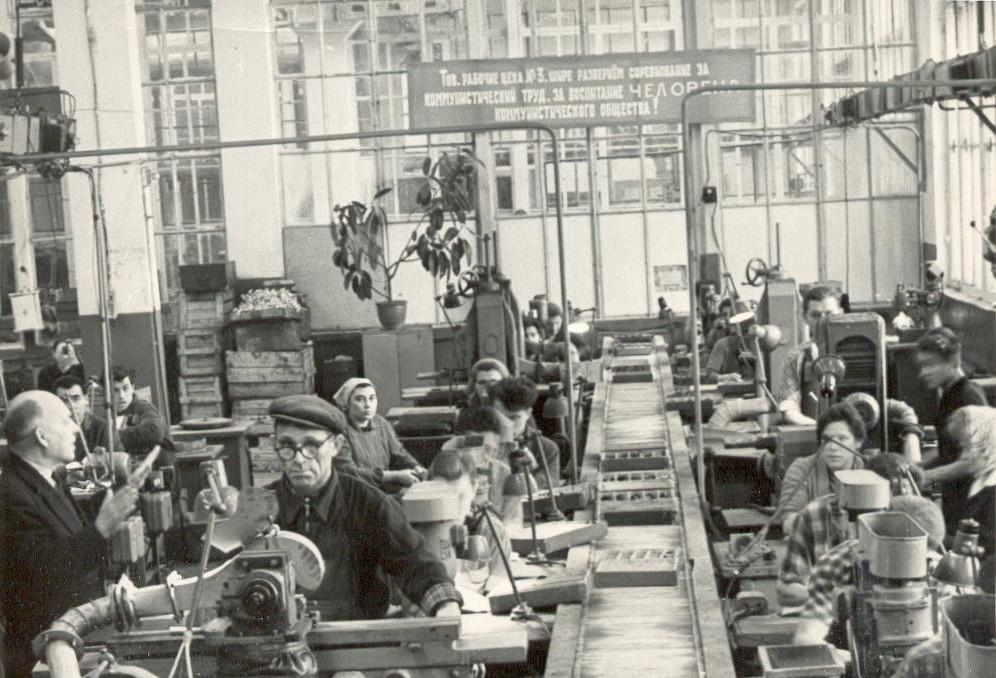 Первая конвейерная сборка на заводе «Октава»
