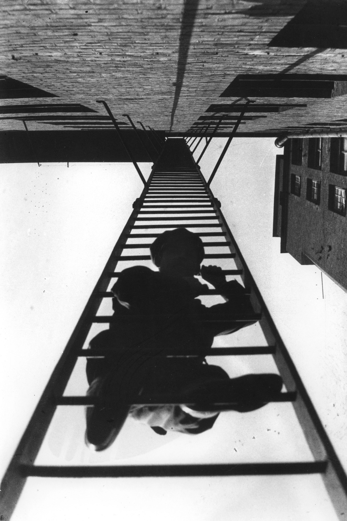 Escaliersde secours. De série Immeuble de la rue Miasnitskaïa, 1925