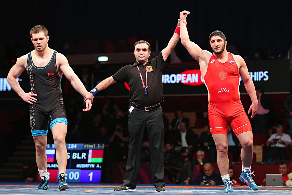 Европско првенство у рвању 2019. Такмичење у слободном стилу, категорија до 97 кг. Абдулрашид Садулајев осваја златну медаљу. Букурешт, 9. април 2019.