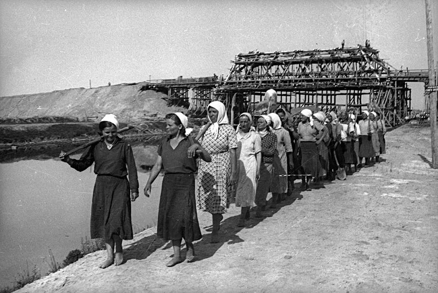 Chantier du canal Dniepr-Bug, 1940