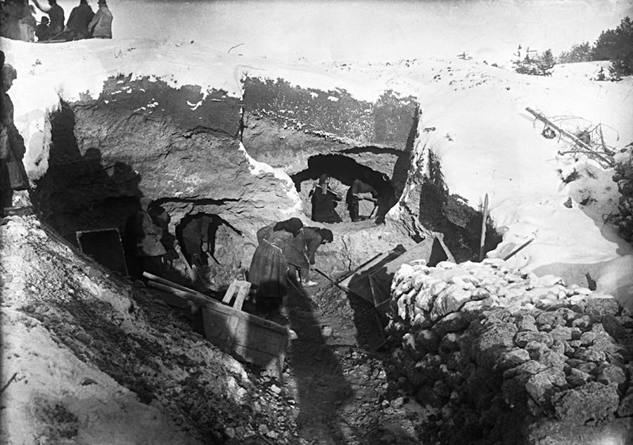 Usine de briques, 1930