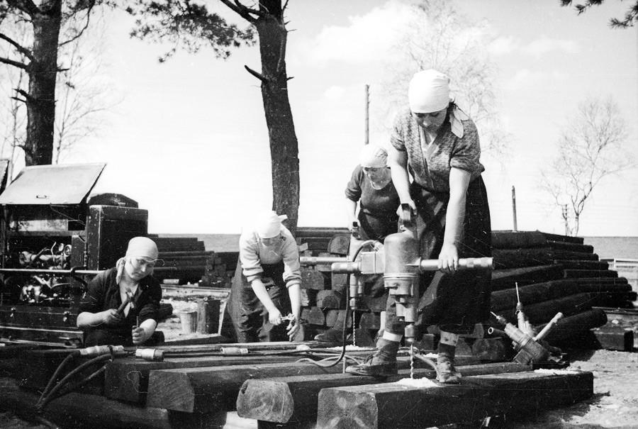 Construction d'une voie de chemin de fer dans la région de Moscou, années 1930