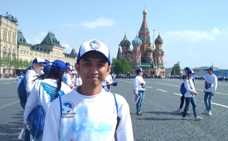 Yodha, saat menjadi relawan Perayaan Hari Kemenangan di Lapangan Merah.