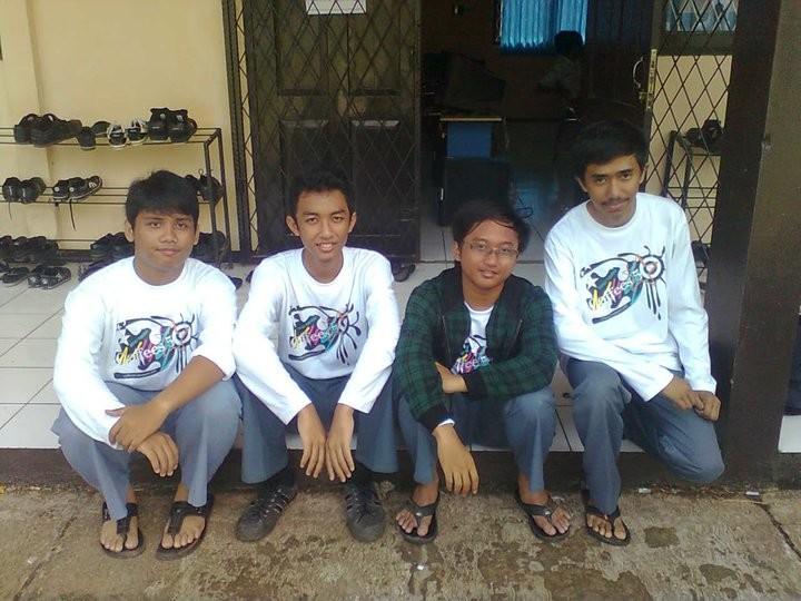 Yodha (kedua dari kiri), saat masih di SMA.