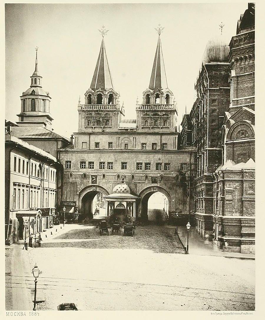 Voskresensky gate before the Revolution