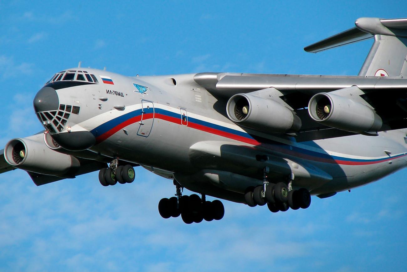Hospital móvel a bordo de avião Il-76MD