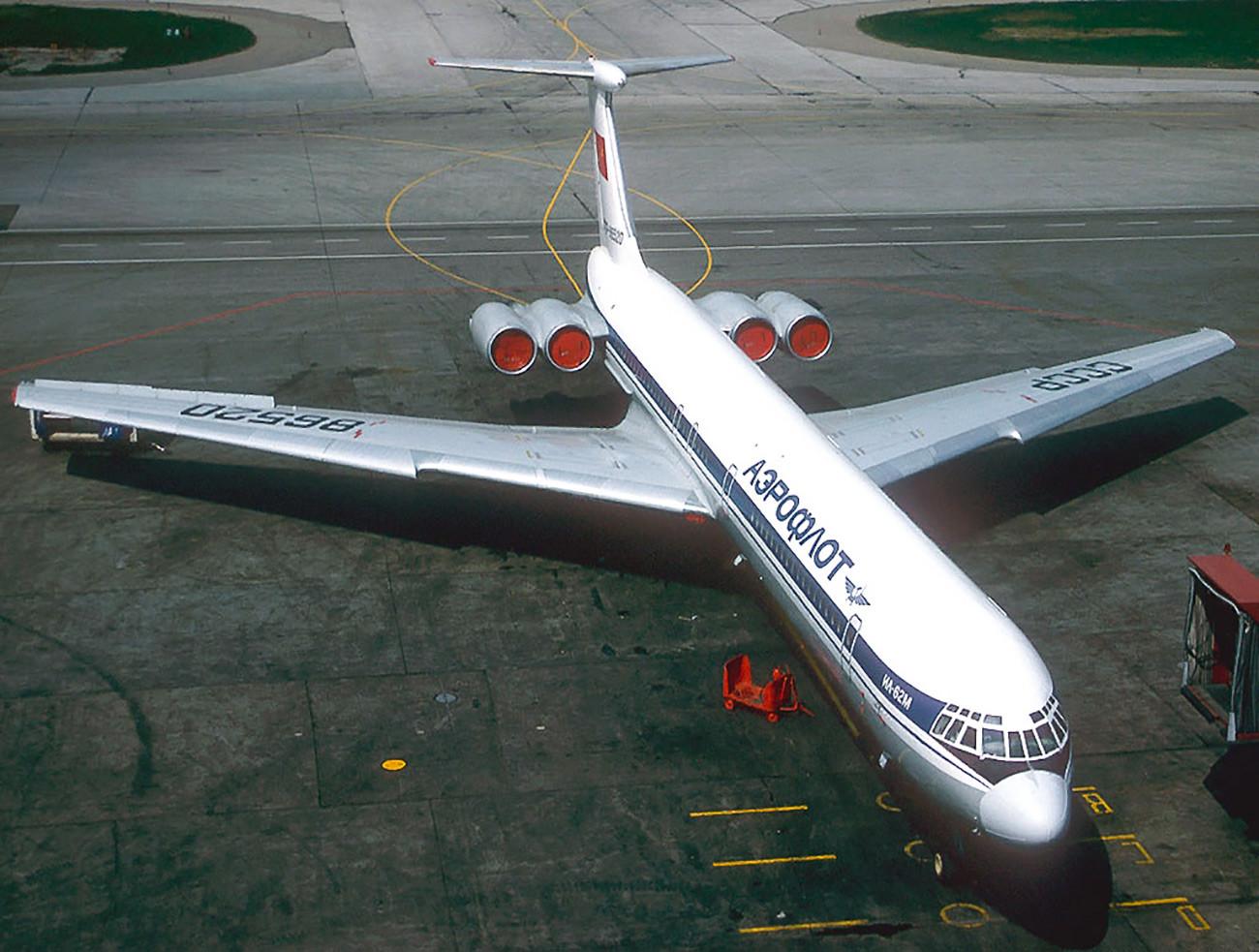 Il-62M.