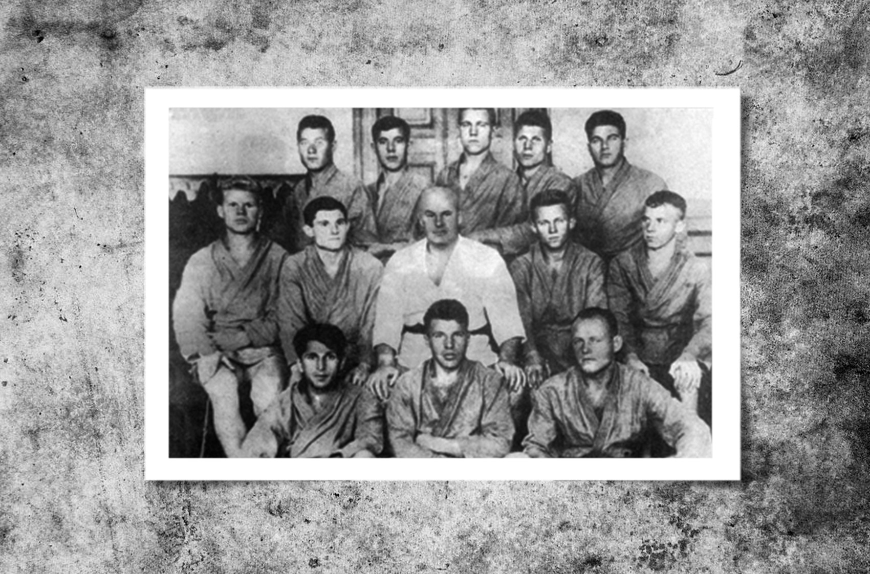 Ошчепков са ученицима. Лево Галковски, десно Васиљев.